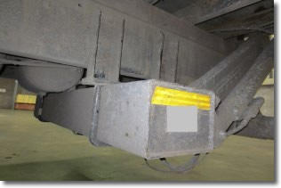 Picture of underside of tail lift